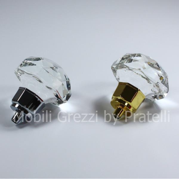 Pomelli sia in argento che in oro per abbinare al meglio il tuo moibile
